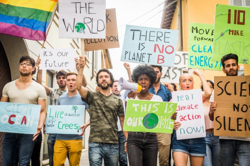 Protest zákazníků, kteří chtějí ekologii a etiku v podnikání